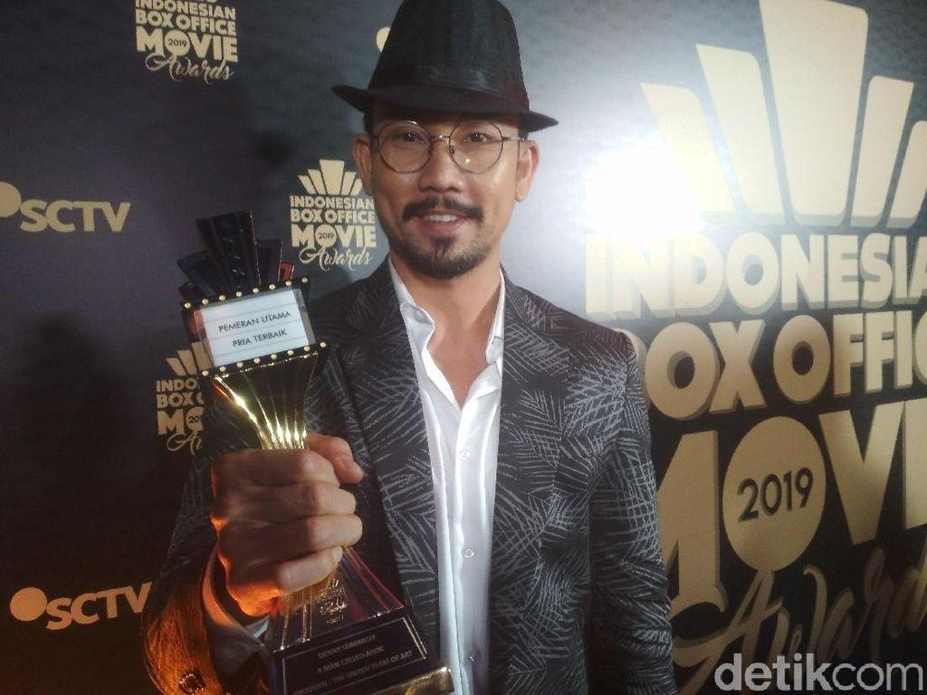 Jadi Pemeran Utama Pria Terbaik di IBOMA 2019, Denny Sumargo Berkaca-kaca