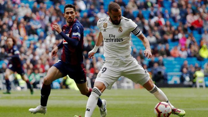 Real Madrid menang 2-1 atas Eibar berkat dua gol Karim Benzema (Foto: Javier Barbancho/Reuters)