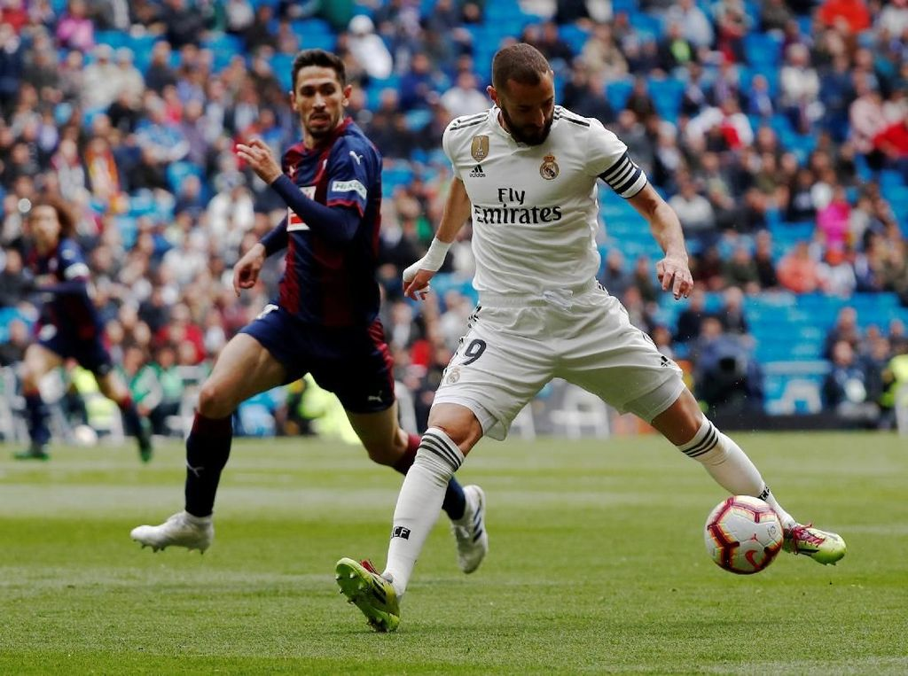 Hasil Liga Spanyol: Dua Gol Benzema Menangkan Madrid atas Eibar