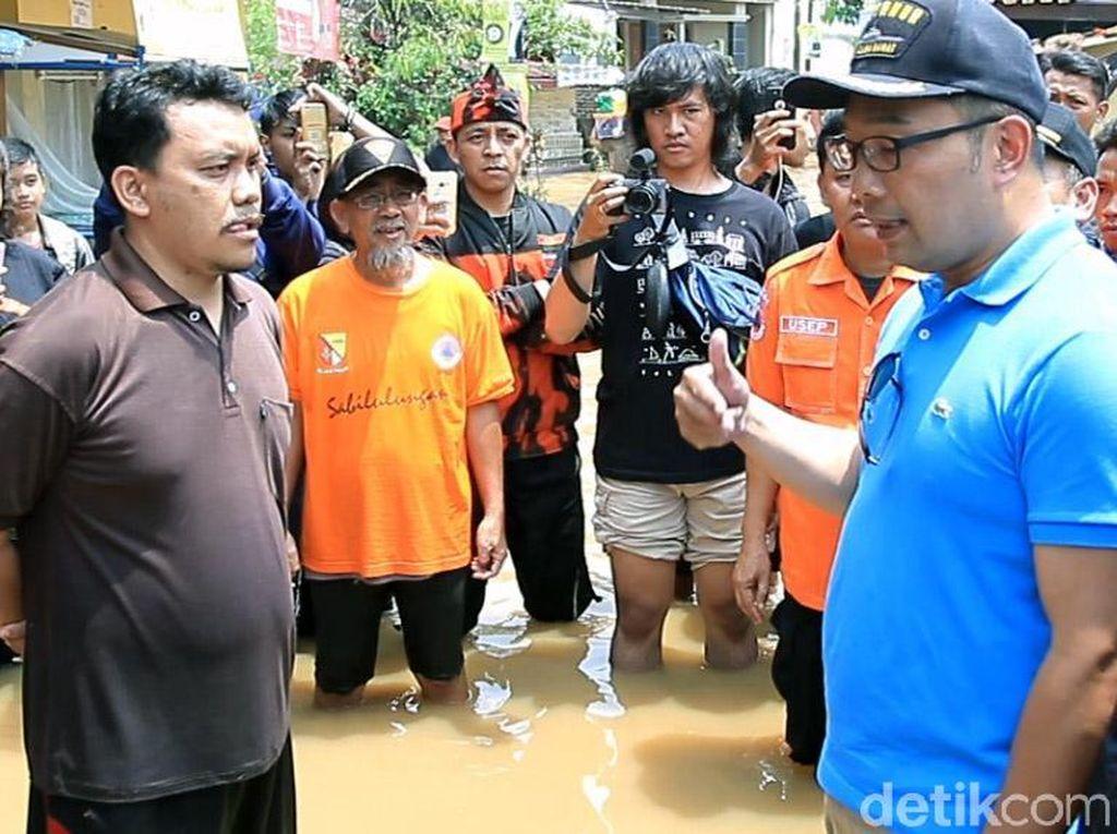 Tinjau Banjir Dayeuhkolot, Ridwan Kamil Dilabrak Warga