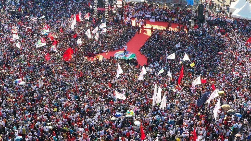 Ada Massa Pingsan, Begini Potret Kampanye Jokowi di Batam Membeludak