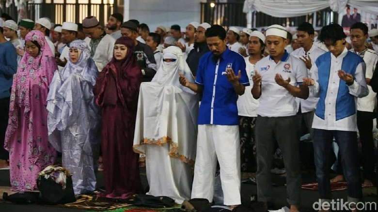 Saf Salat Campur di Kampanye Prabowo, PBNU: Itu Nggak Boleh, Haram