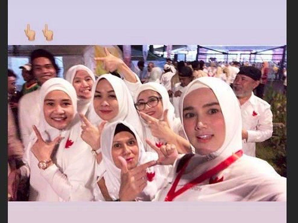 Salam Dua Jari, Mulan Jameela dan Emak-emak Ikut Kampanye Akbar 02