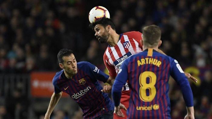 Dimainkan sebagai starter Atletico, striker kelahiran Brasil itu hanya bermain selama 28 menit di atas lapangan Camp Nou. Foto: Lluis Gene / AFP