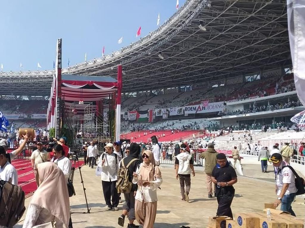 Massa Kampanye Akbar Prabowo Mulai Tinggalkan Stadion GBK