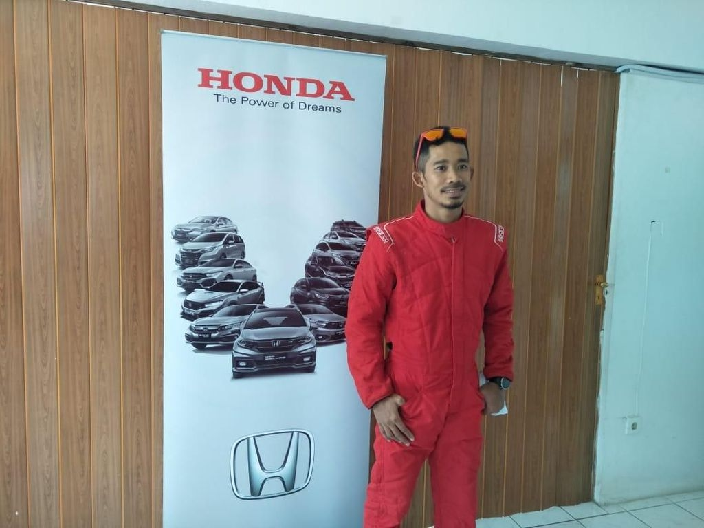 Jawara Asian Games M.Fadli Jajal Balapan Pakai Honda Jazz