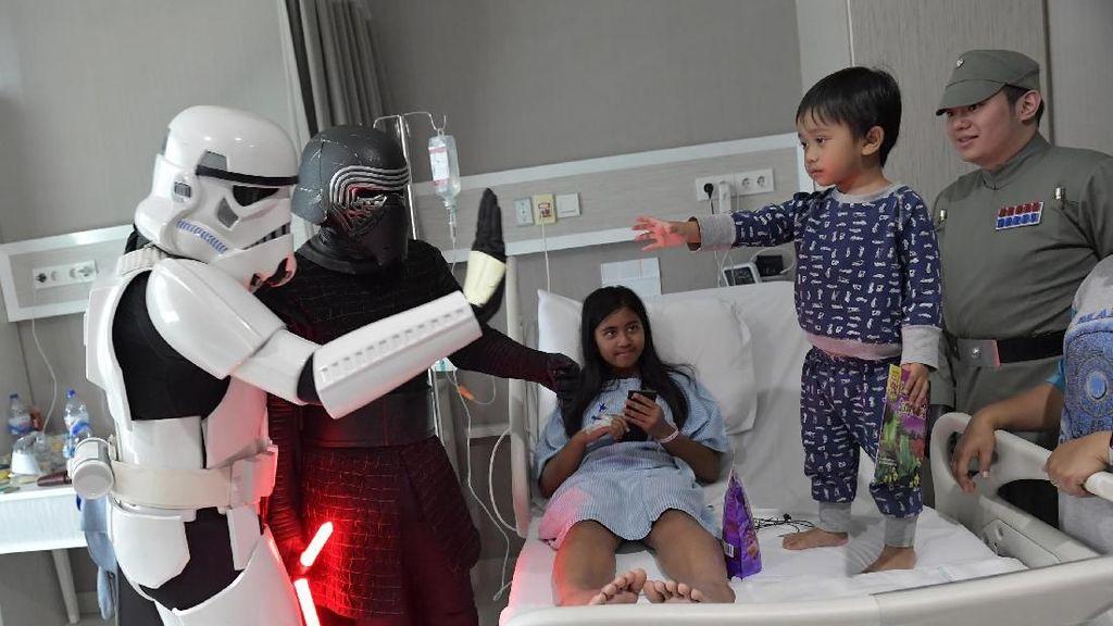 Tokoh Star Wars Hibur Pasien Anak di Rumah Sakit
