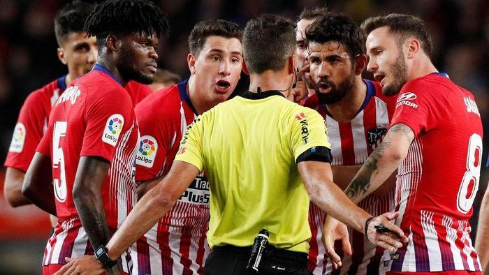 Diego Costa bisa dihukum maksimal 12 pertandingan akibat insiden di laga Barcelona vs Atletico Madrid (Reuters)