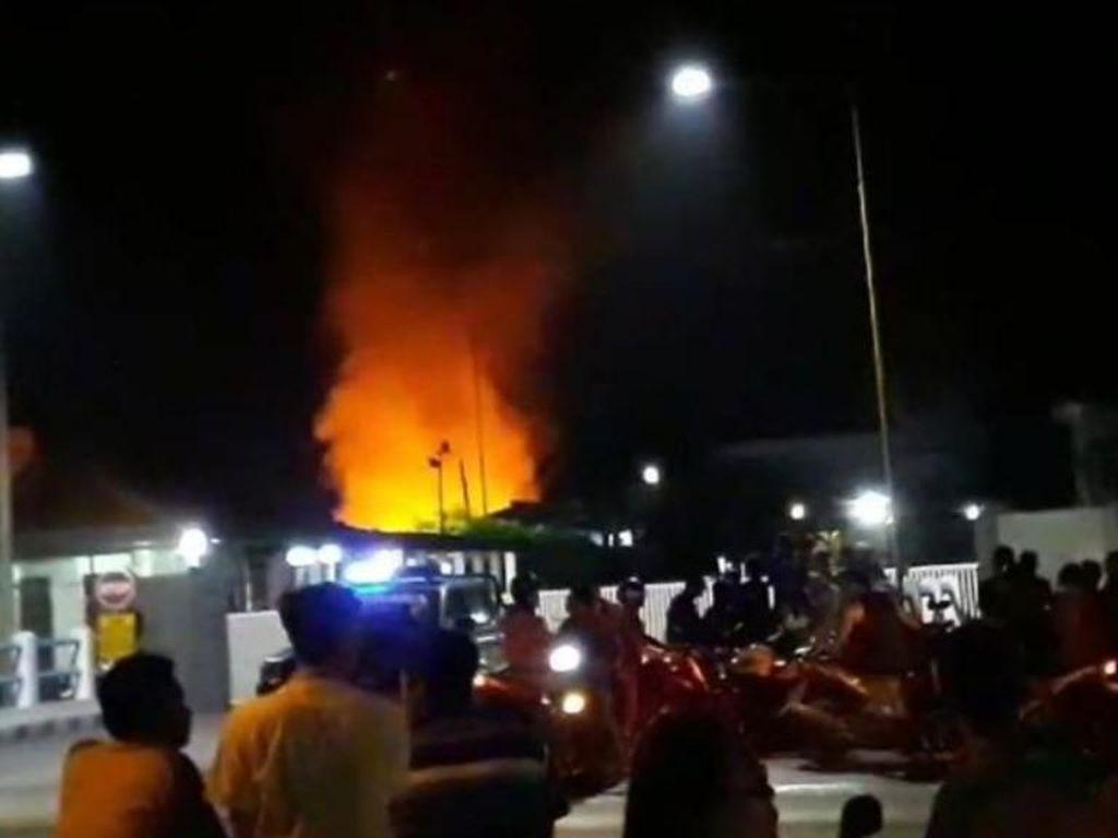 Pabrik Pakan Ternak di Pasuruan Terbakar, 4 Damkar Dikerahkan