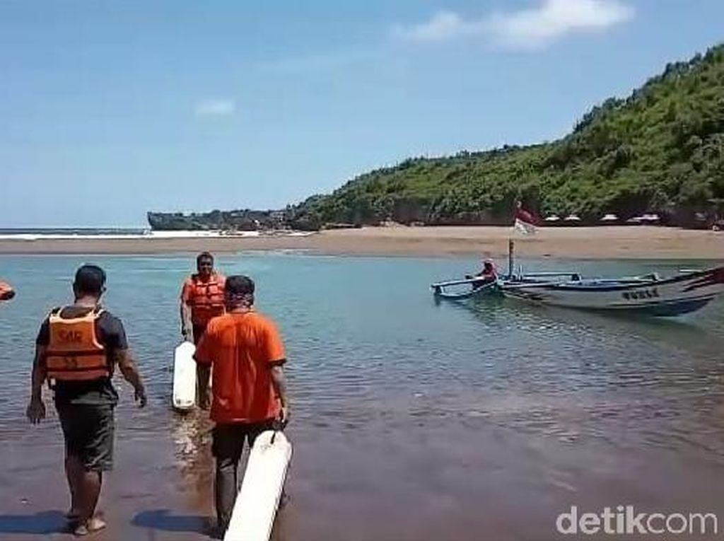 Wisatawan Asal Madiun Tewas Terseret Aliran Sungai Pantai Baron