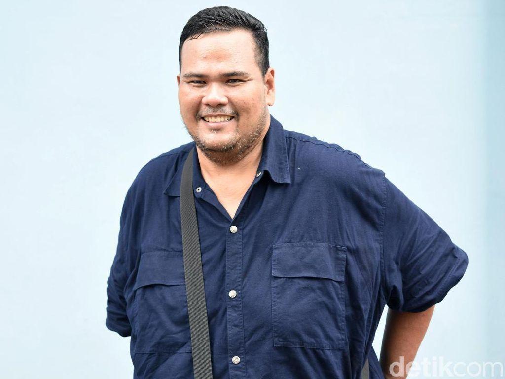 Sembuh dari Stroke, Fahmi Bo Kini Bantu Istri Jualan Snack