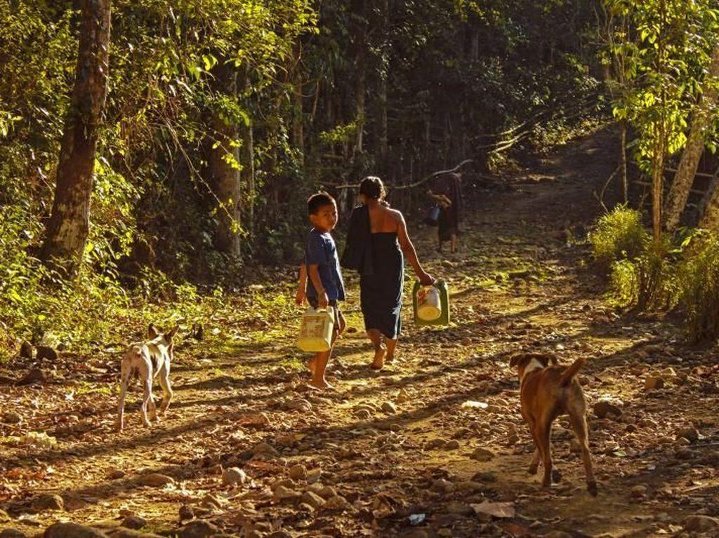 Foto: Melihat Kehidupan Sederhana Suku Kajang Dalam