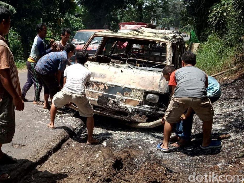 Mobil Terbakar di Sukabumi, Sopir Berhasil Selamat