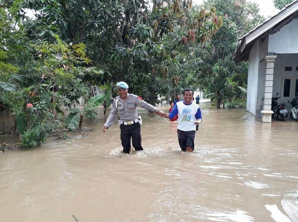 Ribuan Rumah di Indramayu Terendam Banjir Luapan Sungai Cimanuk