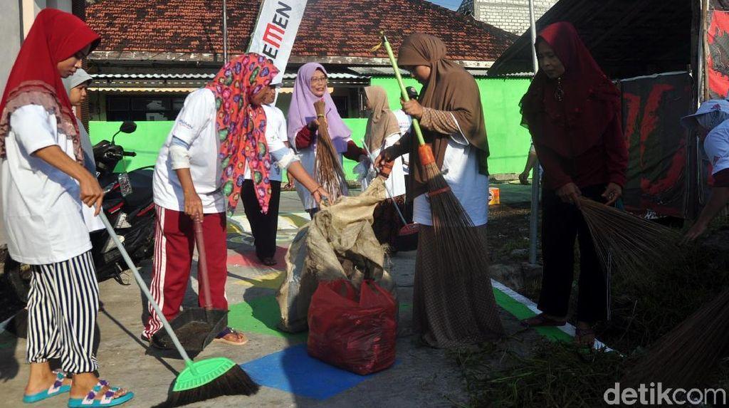 Bersih - Bersih Kampung Bersama BUMN