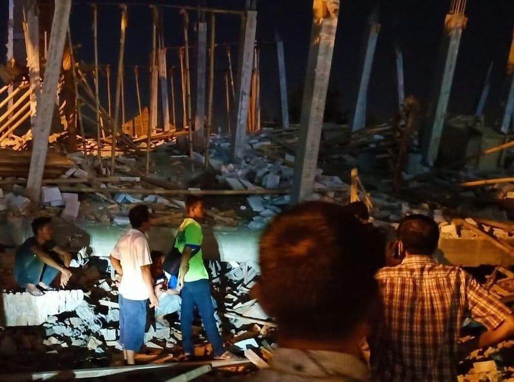 Bangunan Kafe di Ring Road Medan Roboh, 1 Orang Terluka