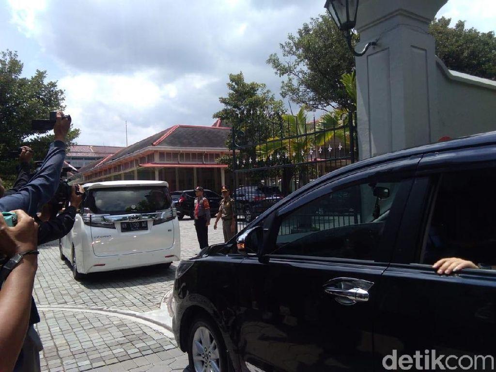 Sebelum Kampanye, Prabowo Temui Sultan HB X di Kepatihan Yogya