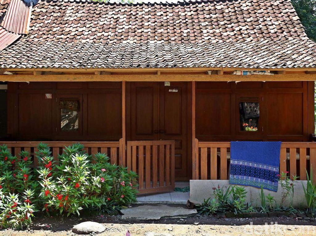 Foto Suasana Desa Kemiren Banyuwangi, Rumahnya Suku Osing
