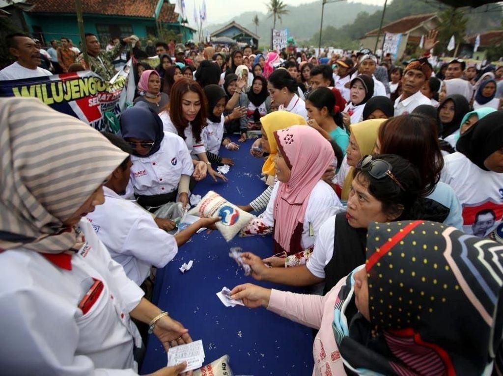 Bazar Murah Diserbu Warga Bandung