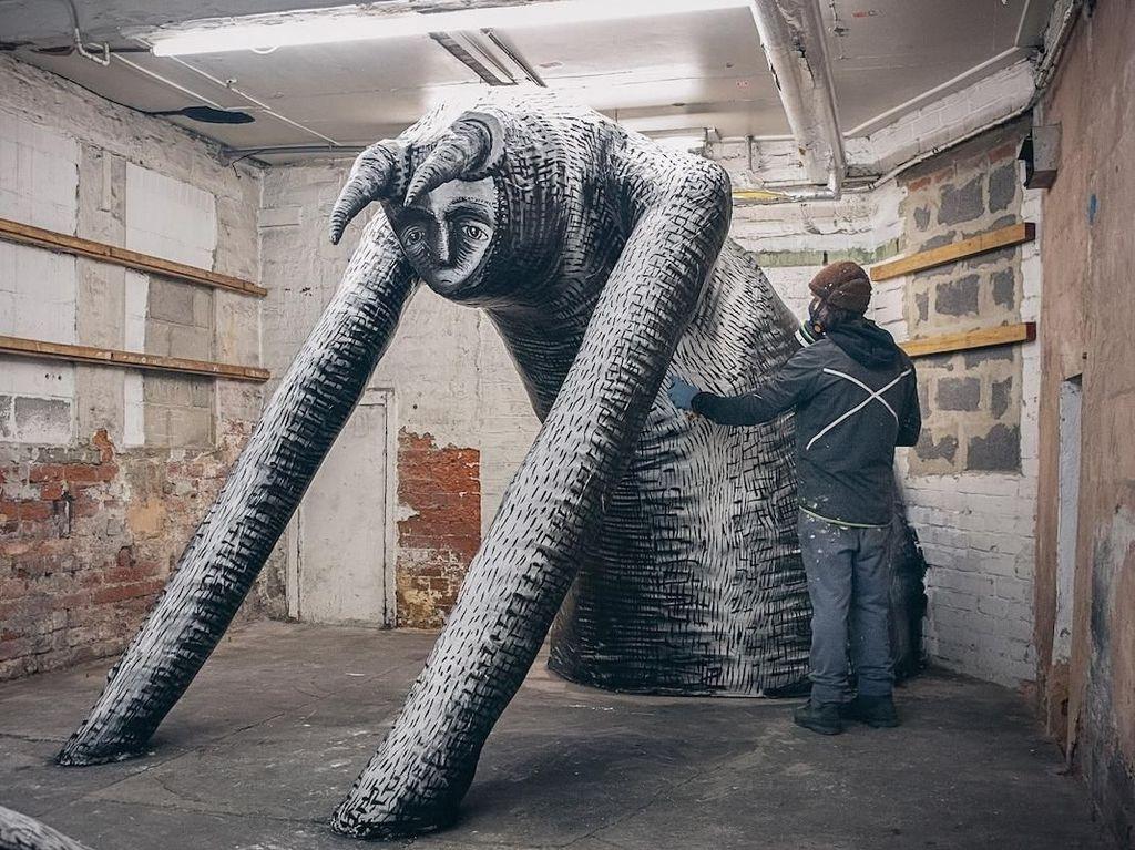 Pabrik Tua yang Terbengkalai Disulap Jadi Museum Patung Raksasa di Inggris
