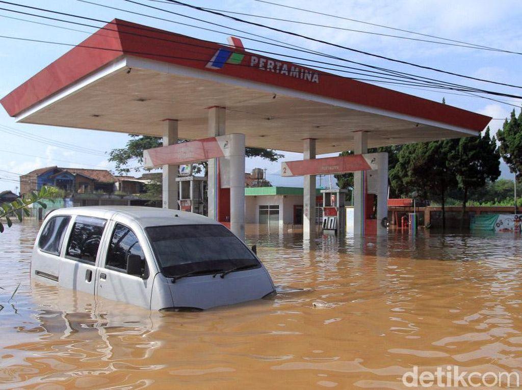Potret SPBU Terendam Banjir di Kabupaten Bandung