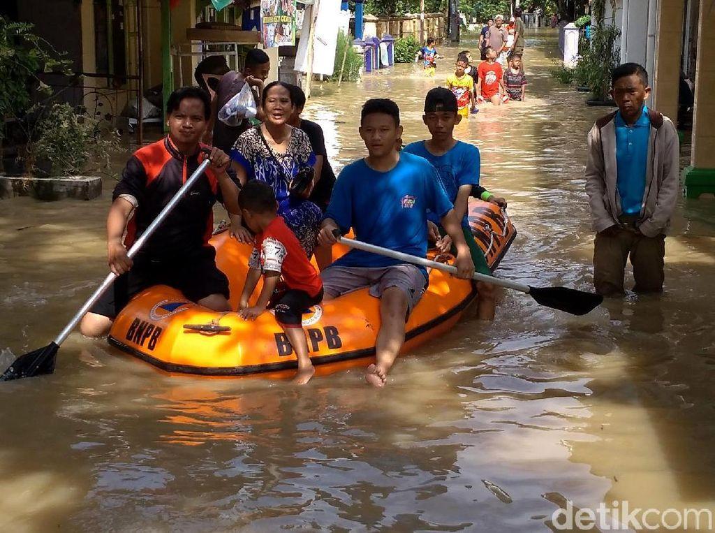 Potret Banjir di Indramayu yang Rendam 5 Kecamatan