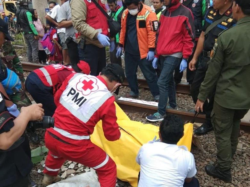Pria Tewas Tertabrak Kereta Pangandaran di Bandung
