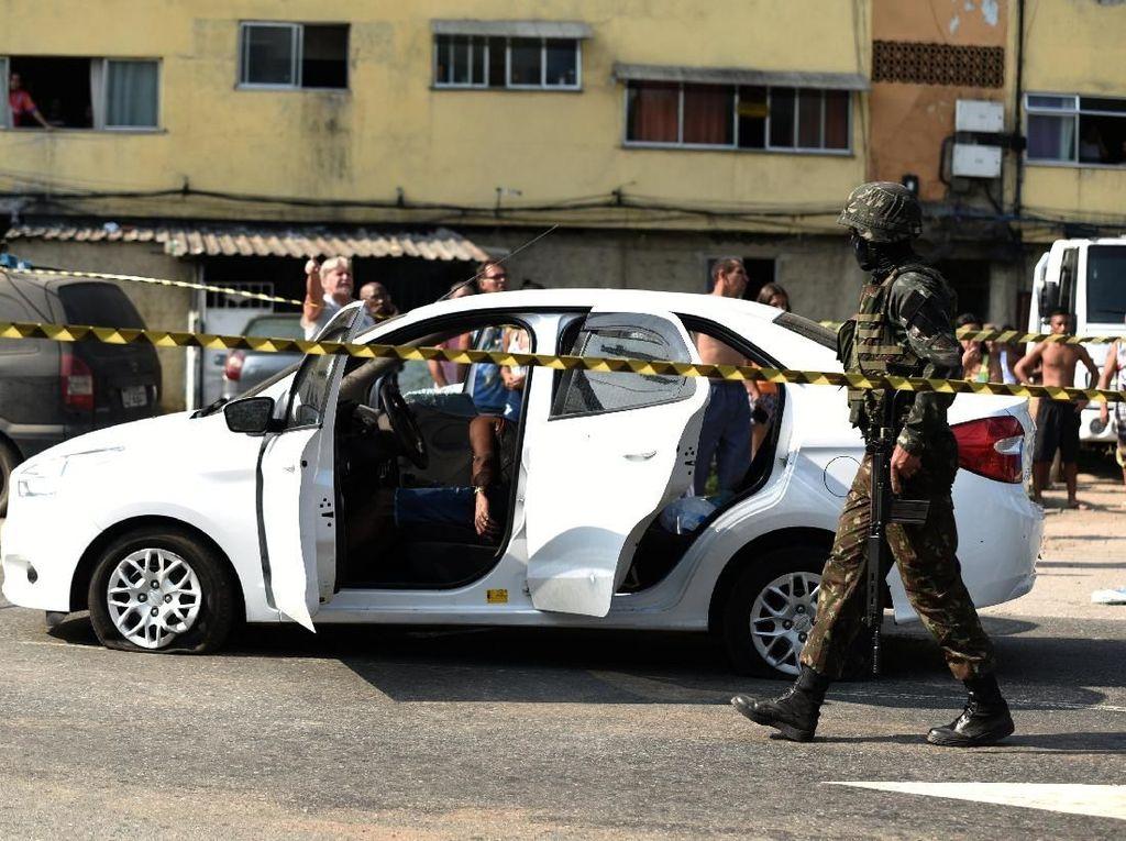 Tembaki Mobil dan Tewaskan 1 Warga, 10 Tentara Brazil Ditangkap