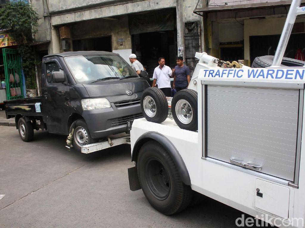 Lagi, Mobil Parkir Sembarangan Diderek Dishub