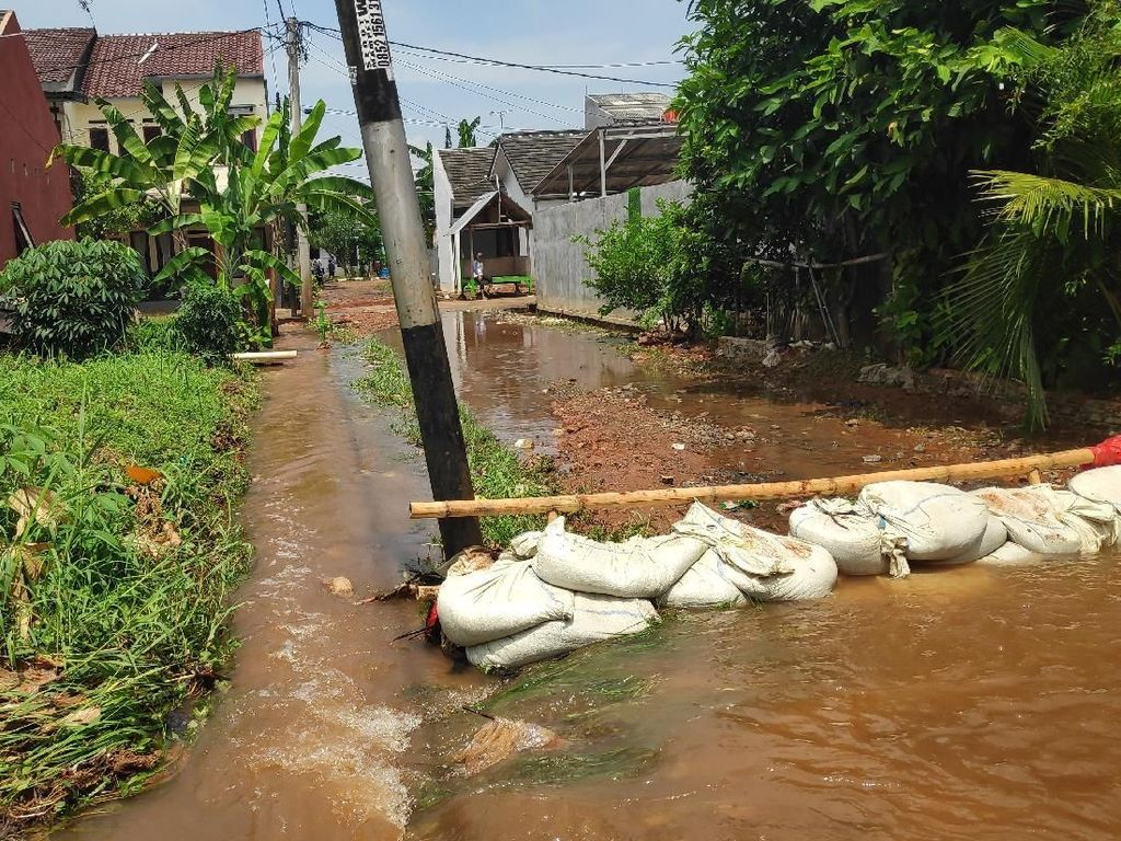 Tanggul Kali Laya Depok Jebol, Puluhan Rumah Warga Kebanjiran