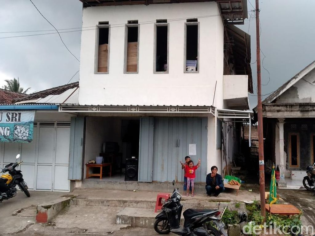 Terlilit Utang Diduga Jadi Penyebab Pasutri di Malang Gantung Diri