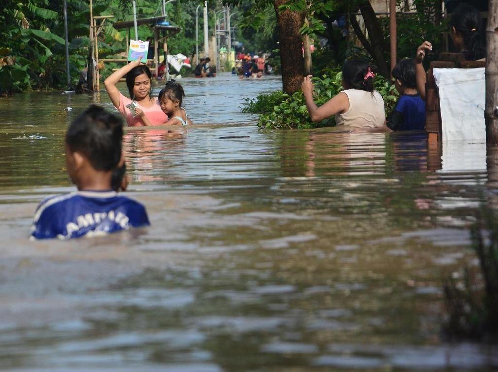 Penampakan Banjir Setinggi 1 Meter yang Rendam 5 Desa di Jombang