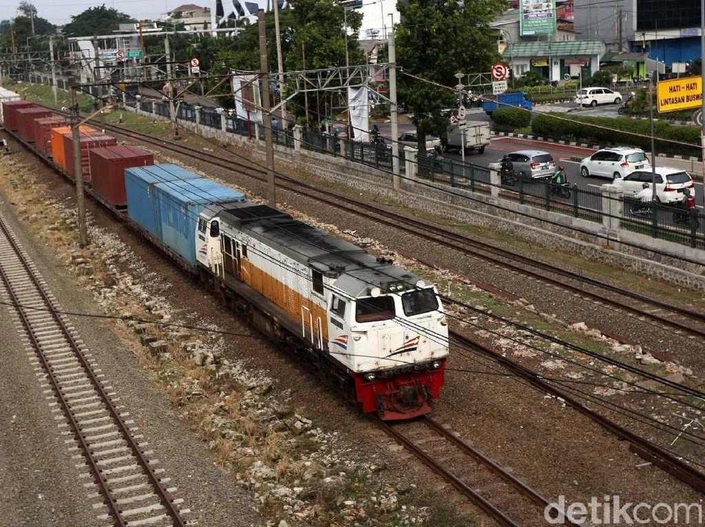Proyek Double Track Jawa Disetop Saat Arus Mudik