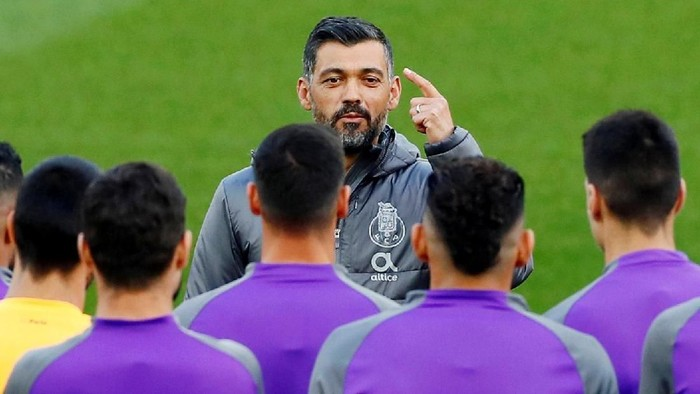FILE PHOTO: Soccer Football - Champions League - FC Porto Training - Anfield, Liverpool, Britain - April 8, 2019   FC Porto coach Sergio Conceicao with the players during training   Action Images via Reuters/Jason Cairnduff/File Photo