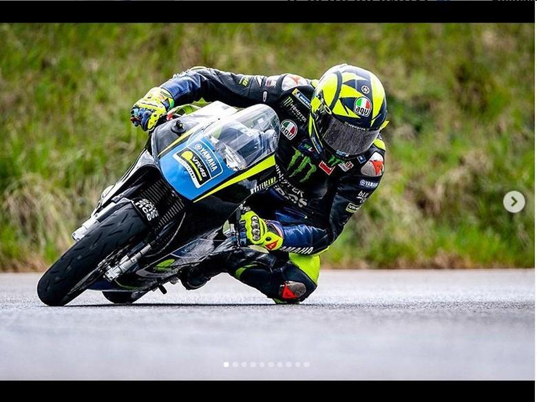 Lucu, Rossi Latihan Pakai Motor Mungil