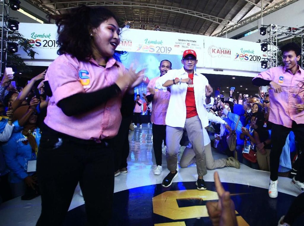 Sandiaga Nge-Dance di Acara Lombok YES 2019