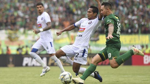 Arema FC saat menghadapi Persebaya di leg pertama final Piala Presiden 2019. (