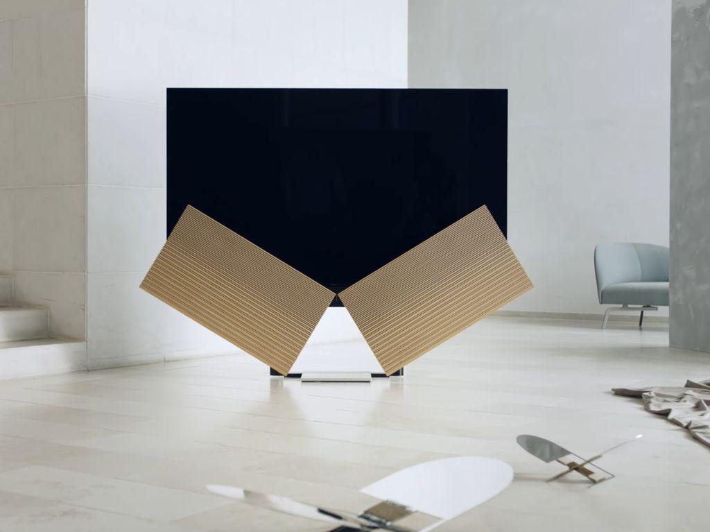 TV Seharga Nyaris Rp 300 Juta Ini Punya Speaker Sayap