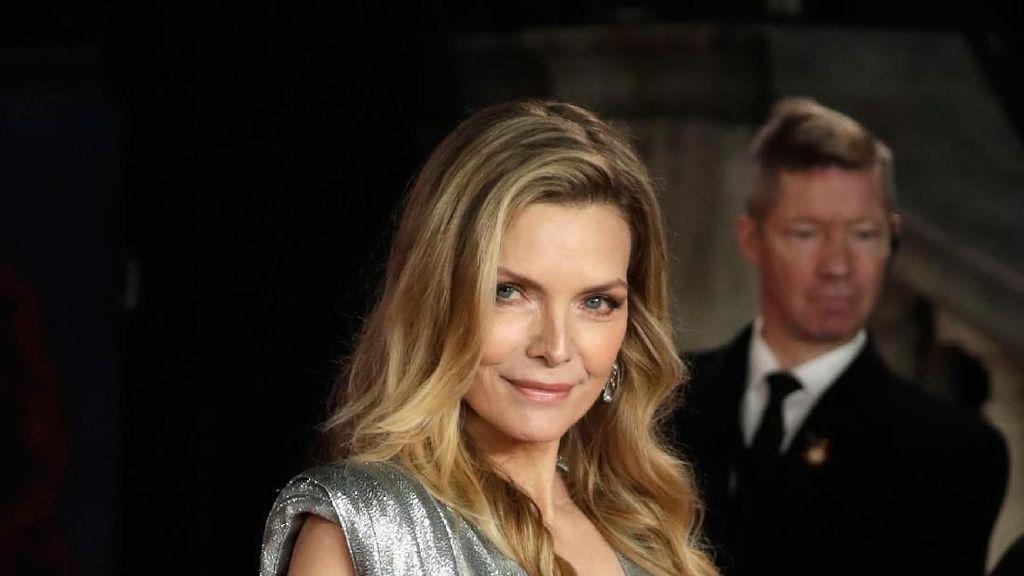 Tetap Memesona di Usia 60, Inilah Potret Eks Catwoman Michelle Pfeiffer