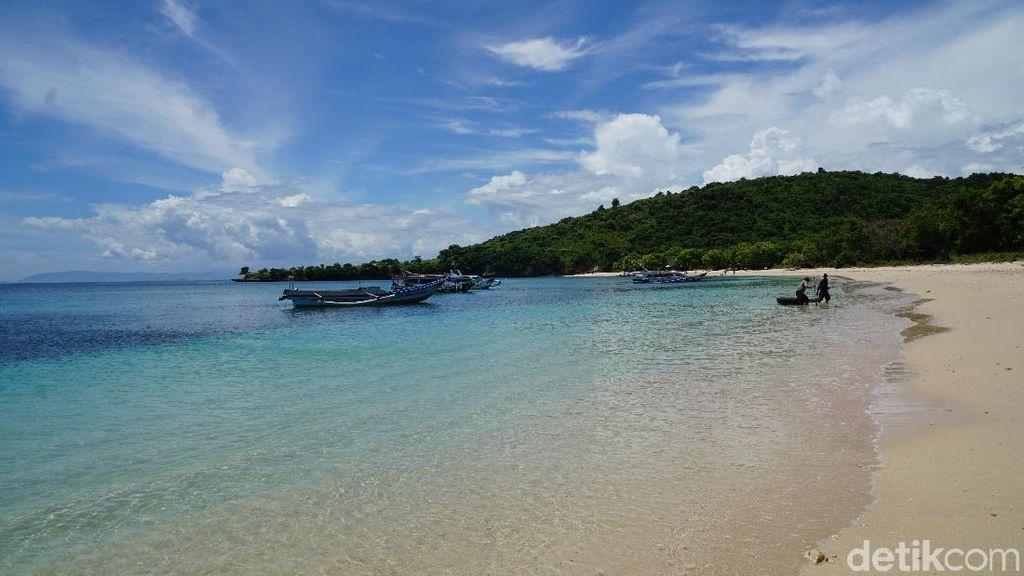 Foto: Pesona Pantai Pink Lombok yang Tidak Pudar