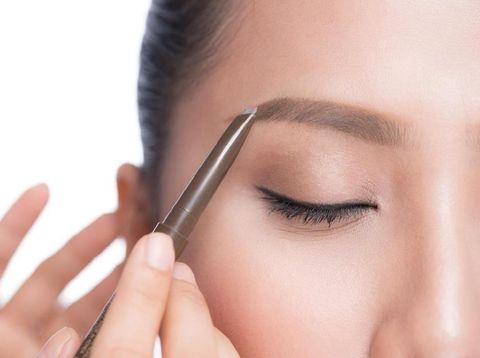 Inspirasi Makeup Natural Bikin Wajah Bunda Terlihat Segar