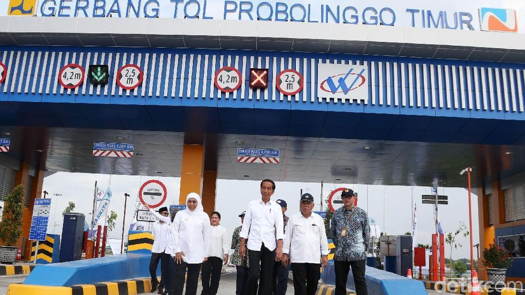 Gaya Jokowi Resmikan Tol Pasuruan-Probolinggo