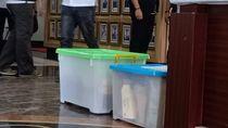6 Tersangka Pengaturan Skor Diserahkan ke Jaksa Bersama 2 Kotak Dokumen