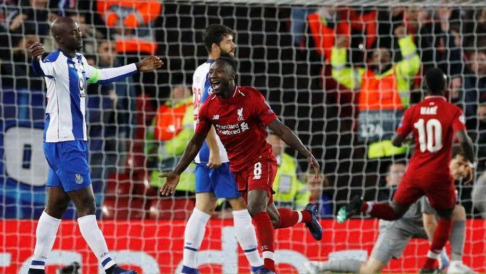 Naby Keita merayakan gol yang dia buat ke gawang FC Porto, saat Liverpool menang 2-0 (REUTERS/Phil Noble)
