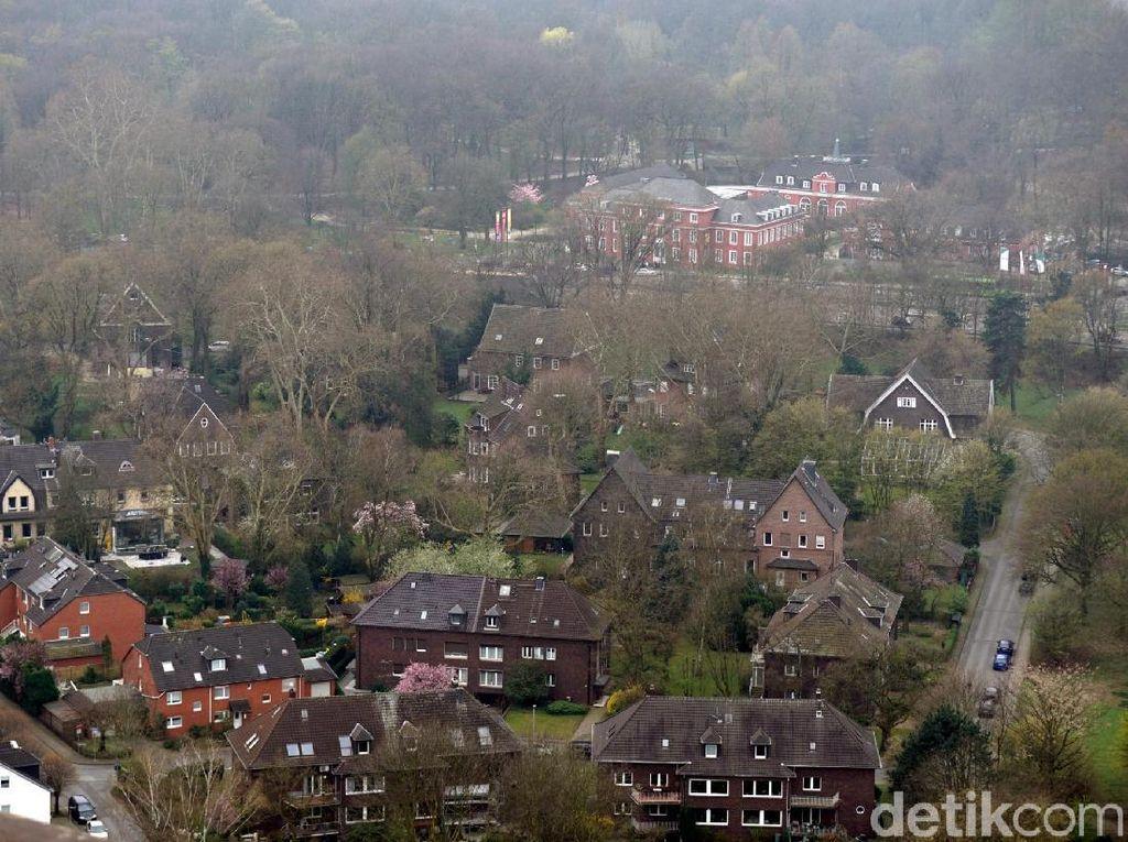 Pemandangan Kota Industri Jerman dari Ketinggian 117 Meter