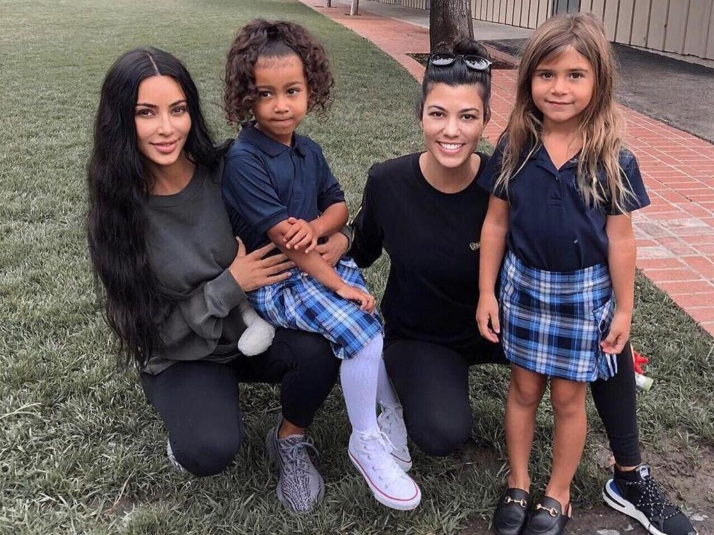Usia 6, Putri Kourtney Kardashian Pakai Selop Gucci Rp 5 Jutaan ke Sekolah