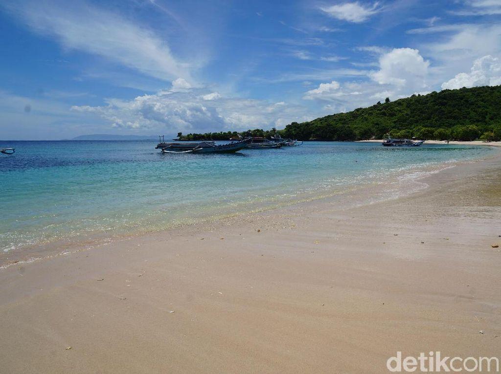 Pantai Pink di Lombok yang Cantik Banget!