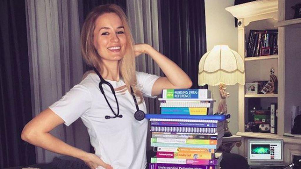 Foto: Liburan Perawat Cantik Amerika yang Bikin Gagal Fokus