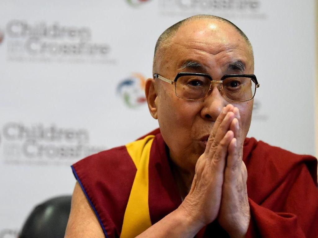 Alami Infeksi Dada, Dalai Lama Diterbangkan ke Rumah Sakit India