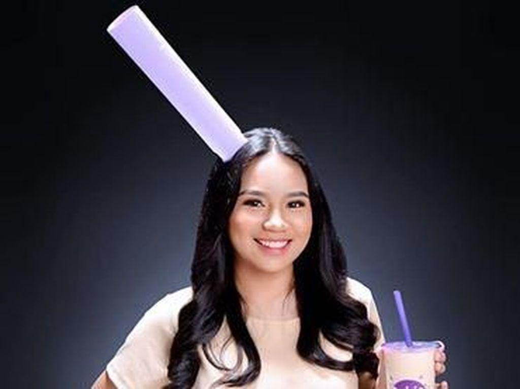 Mahasiswi Ini Pakai Baju Milk Tea Saat Wisuda, Bikin Auto Haus
